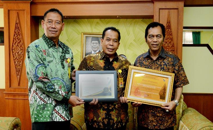 UNNES Peroleh Dua Penghargaan Terbaik Bidang Keuangan