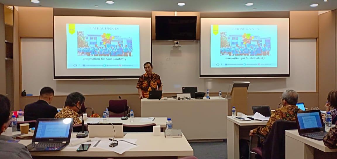 Dekan FMIPA Ikuti Workshop PPG di Singapura