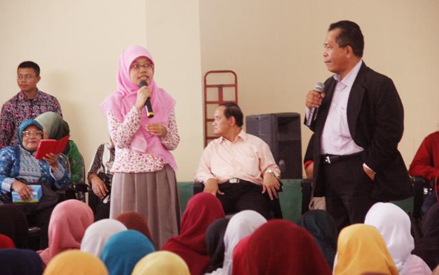 Kuliah Umum dan Dialog Rektor dengan Mahasiswa PGSD Tegal