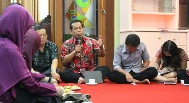 Menggulung Jarak Mahasiswa dengan Rektornya