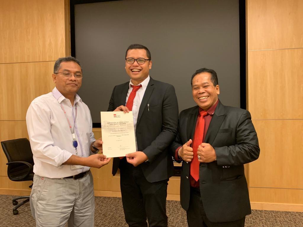 Rektor dan WD I FBS Jadi Dosen Tamu di Singapura