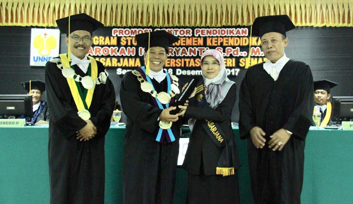 Integrasikan Pendidikan MIPA dan Karakter, Barokah Isdaryanti Raih Doktor