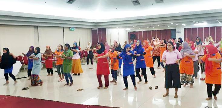 Dosen dan Dharma Wanita FIK Lakukan Pengabdian Masyarakat  di Shelter KBRI  Malaysia