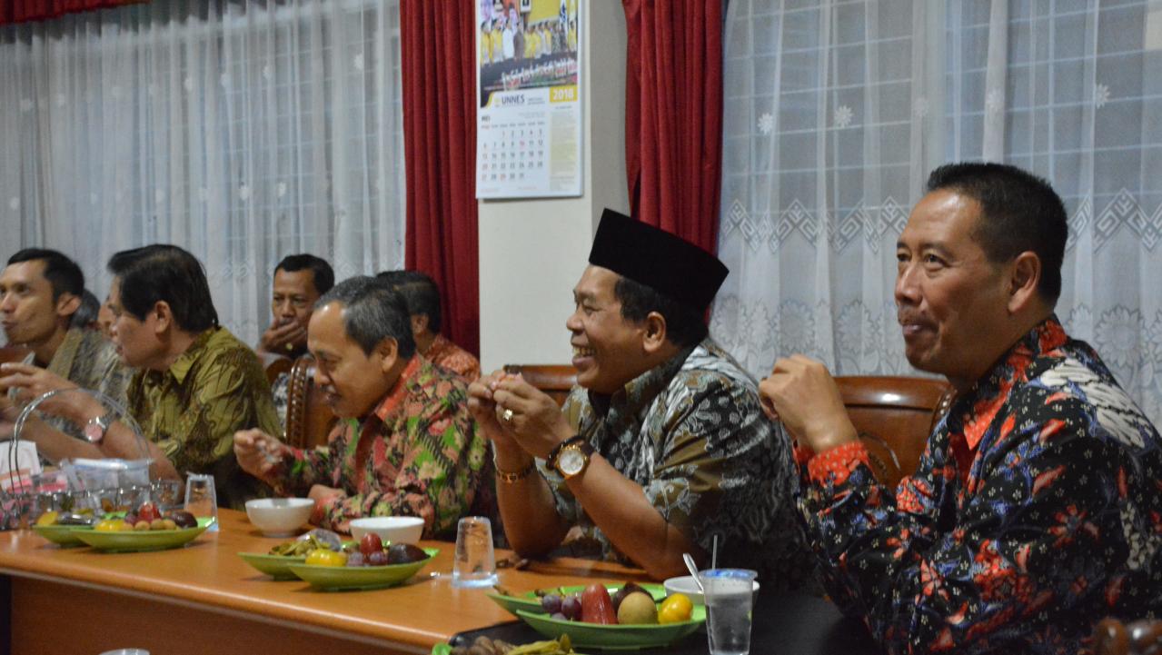 FIS UNNES Selenggarakan Buka Puasa Bersama Rektor