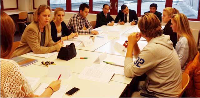 Unnes Kunjungi Tiga Institusi di Netherlands