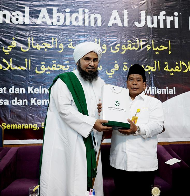 Habib Ali Zaenal Abidin Al Jufri berikan Kuliah Umum Di UNNES