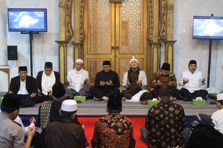 Rektor dan pimpinan UNNES Hadiri Haul ke-5 Abah Zuhri Semarang