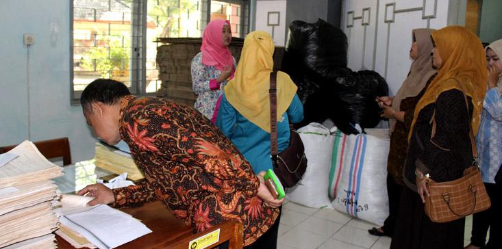 Sekjen dan Badan Keahlian DPR RI Kunjungi UPT Kearsipan UNNES