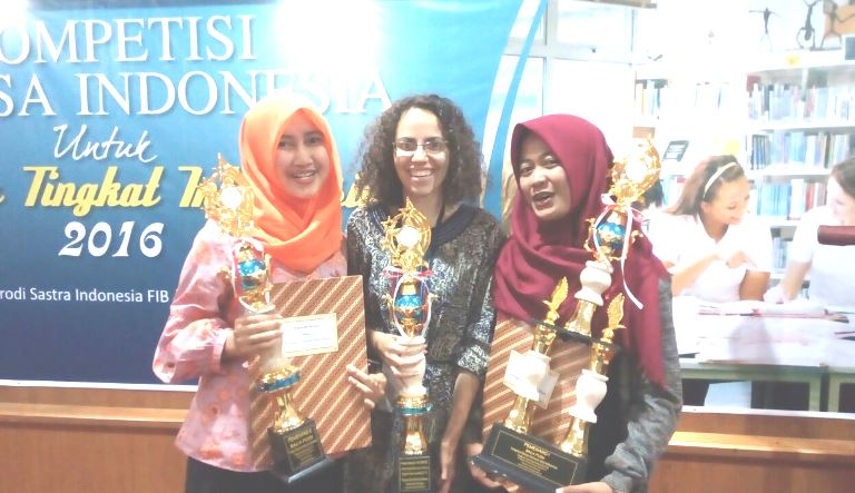 UNNES Borong Juara 1, 2, dan Favorit  Lomba Baca Puisi Tingkat International