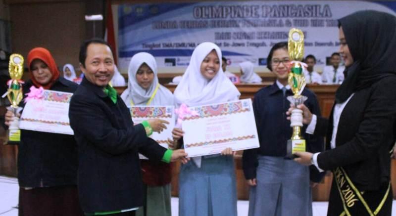 Olimpiade Pancasila UNNES, SMKN 7 Semarang Juara LCC