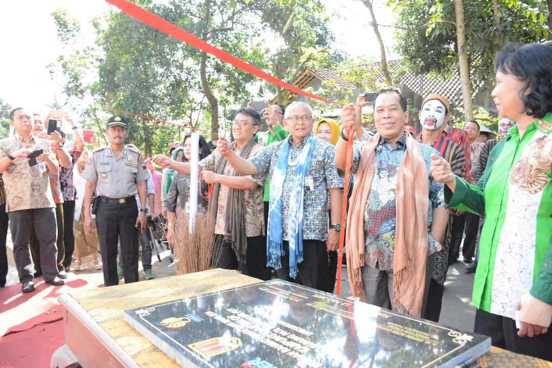 Diluncurkan, Desa Binaaan UNNES dan Indonesia Power Di Gunungpati