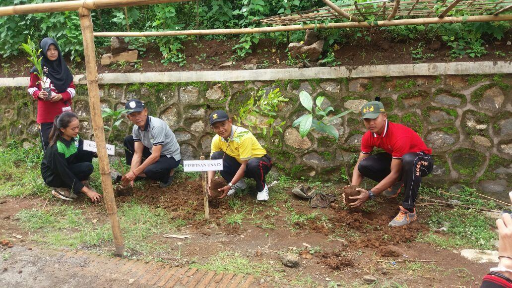 Membudayakan Semangat Konservasi di Magelang, Bidikmisi Mengabdi Tanam 3600 Pohon