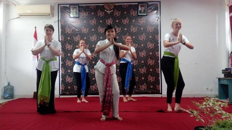 Mahasiswa Denmark Tampilkan Tari Gambang Semarang