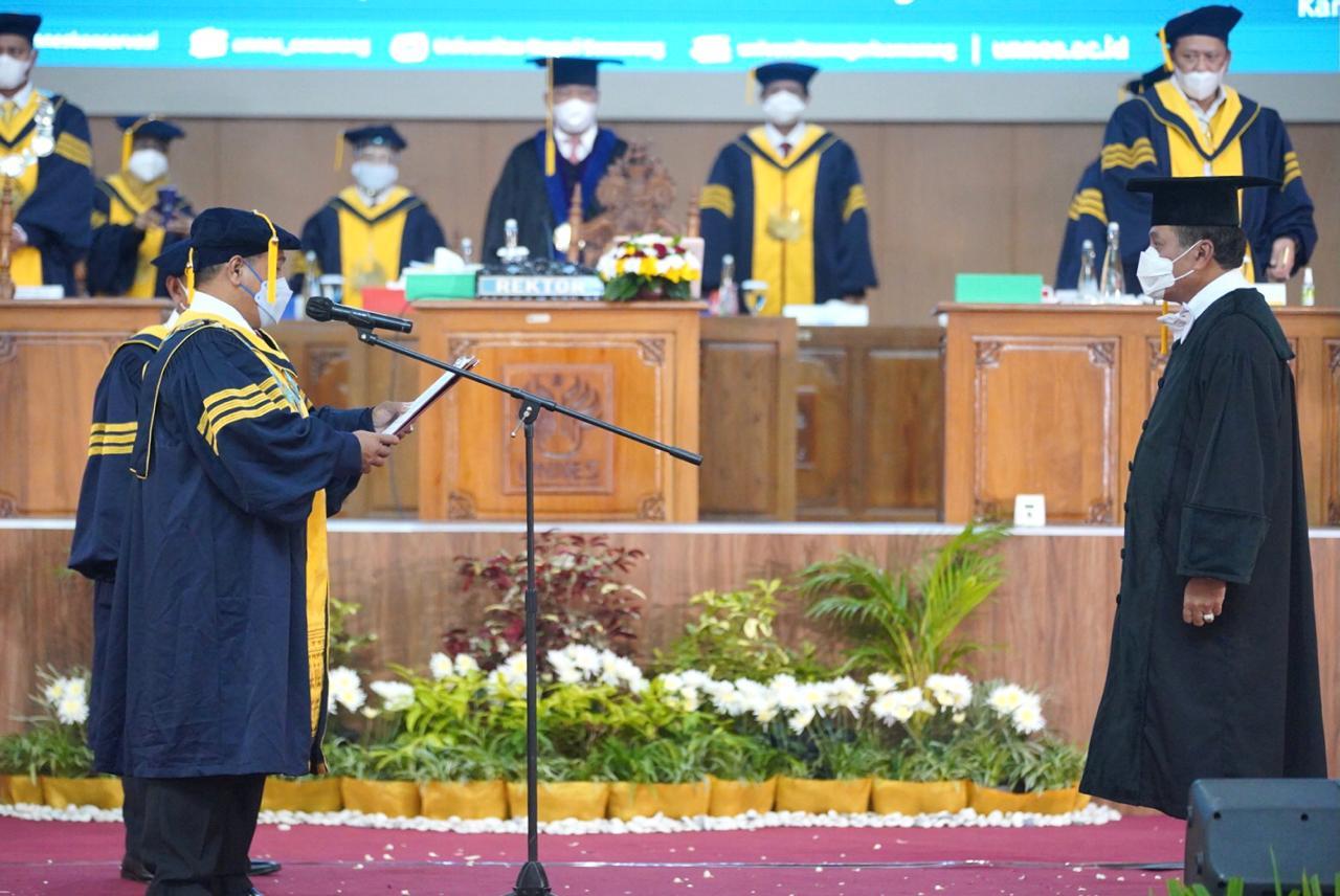 Nurdin Halid Sampaikan Orasi Ilmiah Penguatan Indistri Olahraga Berbasis Koperasi Multi Pihak.