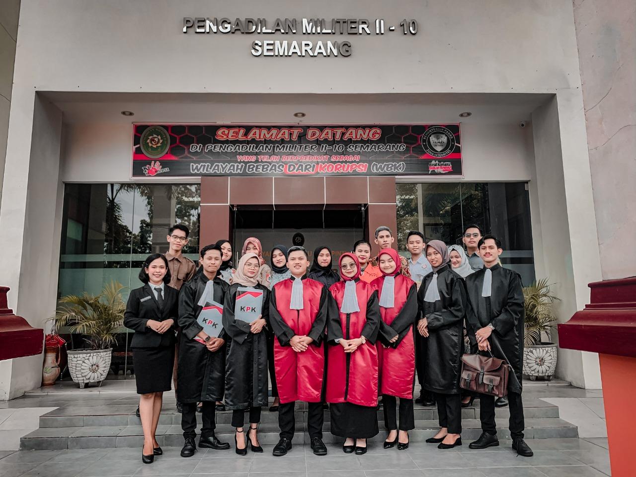 Unit Peradilan Semu FH UNNES Raih Juara 1 Pada National Moot Court Competition AML IV