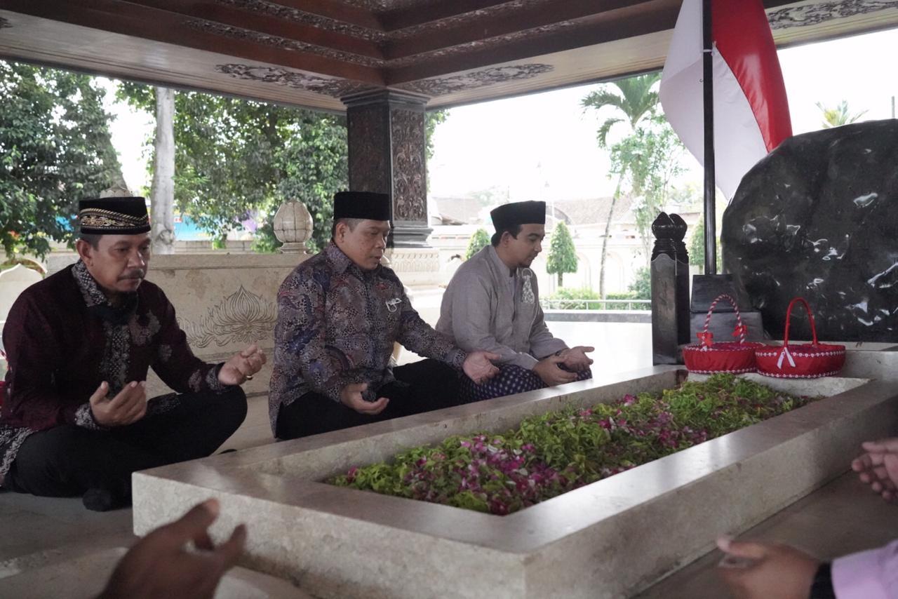 Ziarah Makam Bung Karno, Prof Fathur: Cara UNNES Perteguh Komitmen Majukan Pendidikan