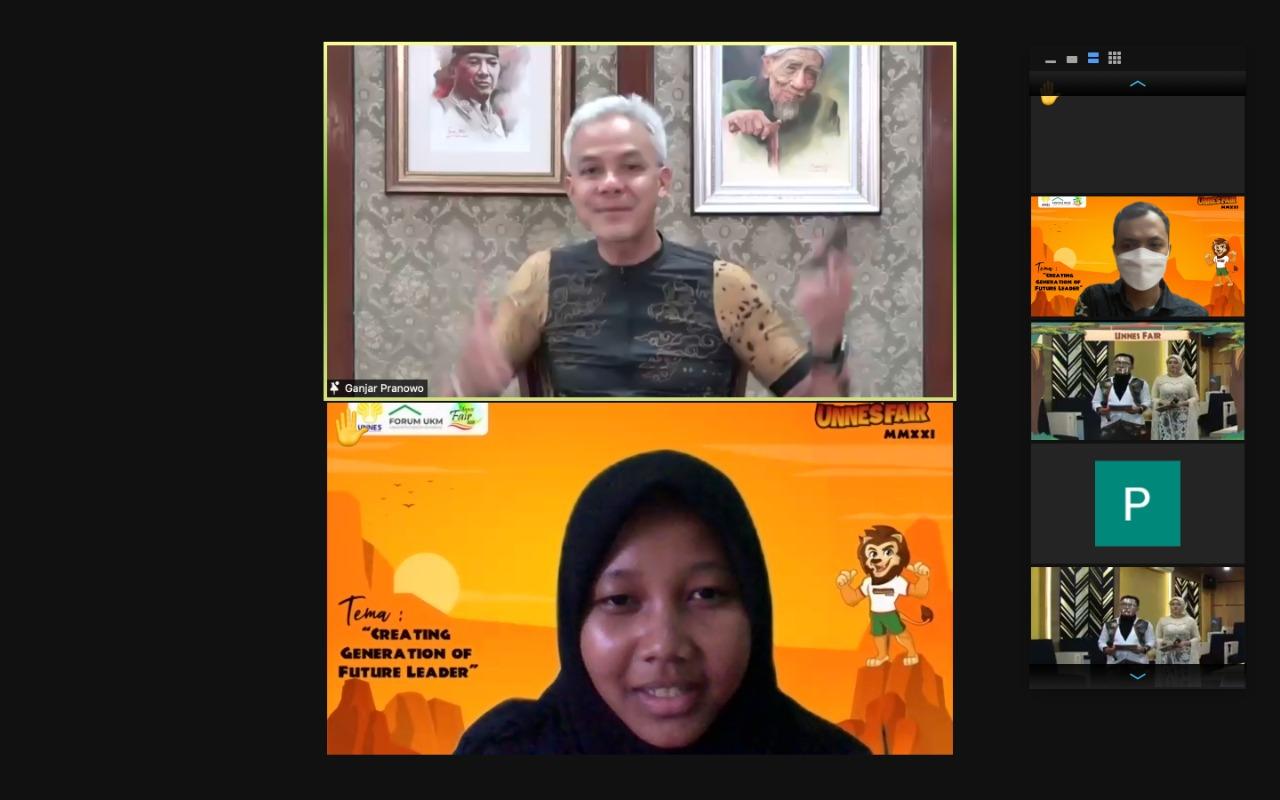 Sampaikan Motivasi di UNNES Fair Ganjar Pranowo Hadiahkan Laptop