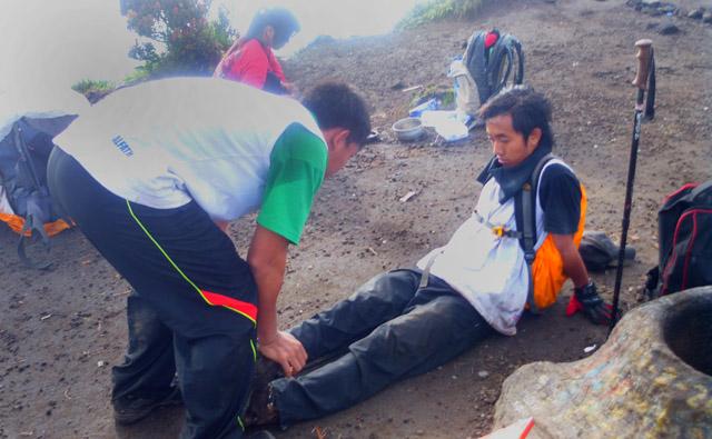 6 Calon Atlet Aconcagua Latihan di Gunung Merbabu