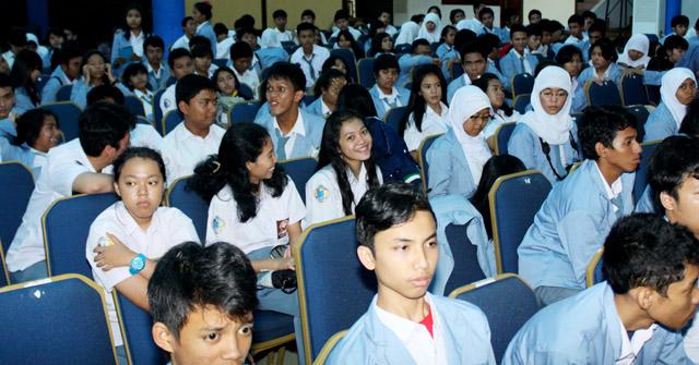 SMA Negeri 9 Tangerang Kunjungi Unnes