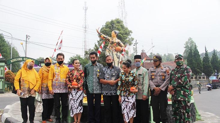 Gandeng Kemenristek/BRIN, UNNES Resmikan Patung Waluh sebagai Ikon Desa Getasan Kabupaten Semarang