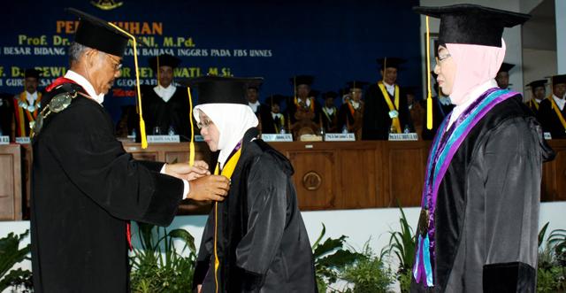 Dwi Rukmini dan Dewi Lisnoor Dikukuhkan sebagai Guru Besar
