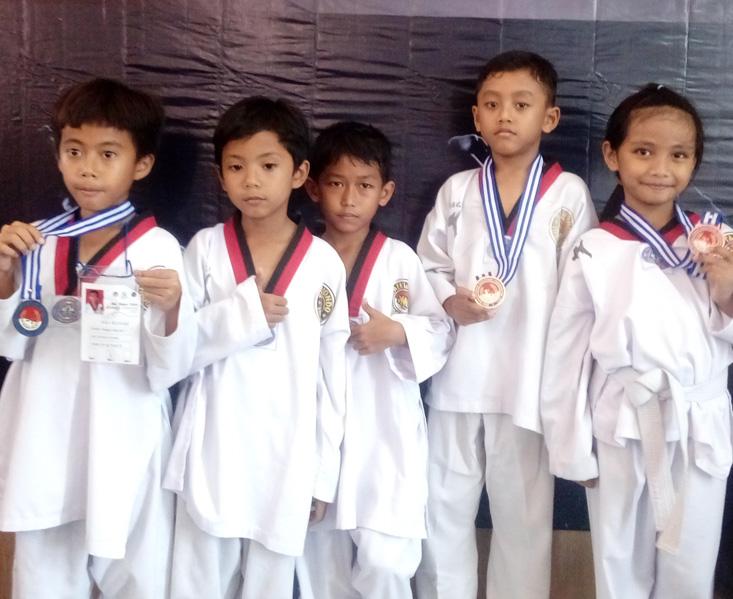 SD Labschool UNNES Borong Juara Taekwondo