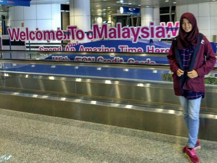 Ke Malaysia, Dua Mahasiswa FT Ikuti Konferensi Internasional dan Temu Aktivis Muda Dunia