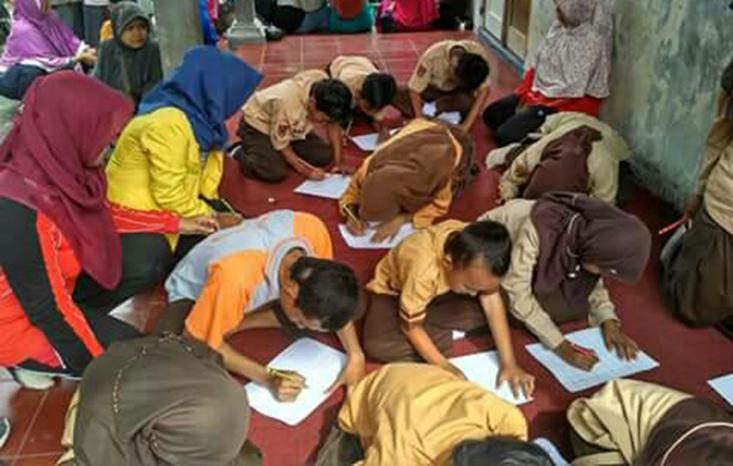 Mahasiswa PGSD Dampingi ABK Untuk Berkarya