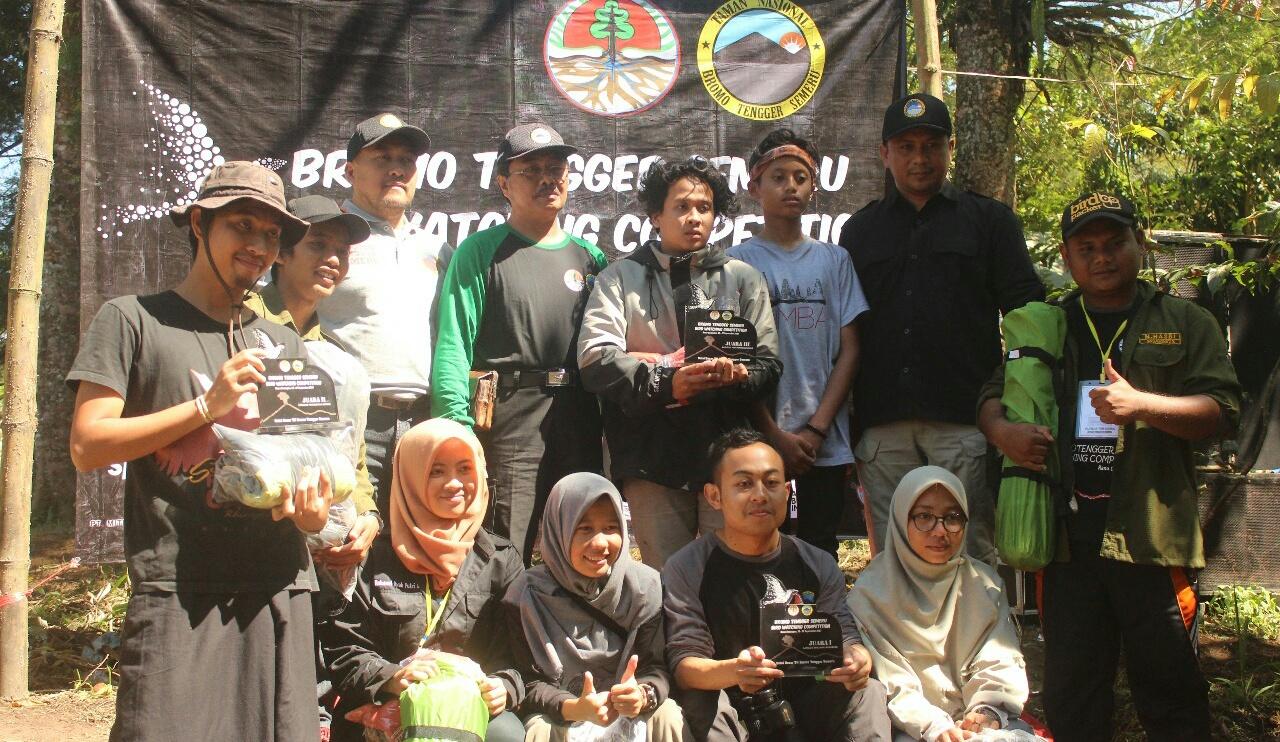 Pelatuk dan Green Community Biologi UNNES Juara di Kompetisi Pengamat Burung
