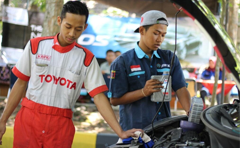 Teknik Mesin UNNES Adakan Servis JIMAT Bekerjasama Dengan Toyota