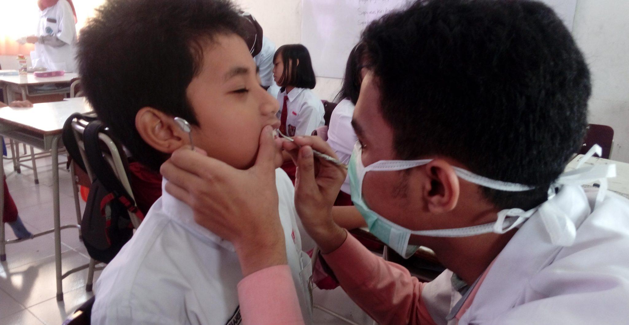 Ratusan Siswa SD Labschool UNNES Ikuti Pemerikasaan Gigi