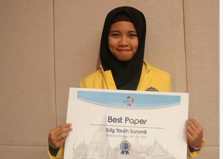 Mahasiswi Ilmu Komputer UNNES Raih Juara Best Paper dan Best Presentation di Thailand