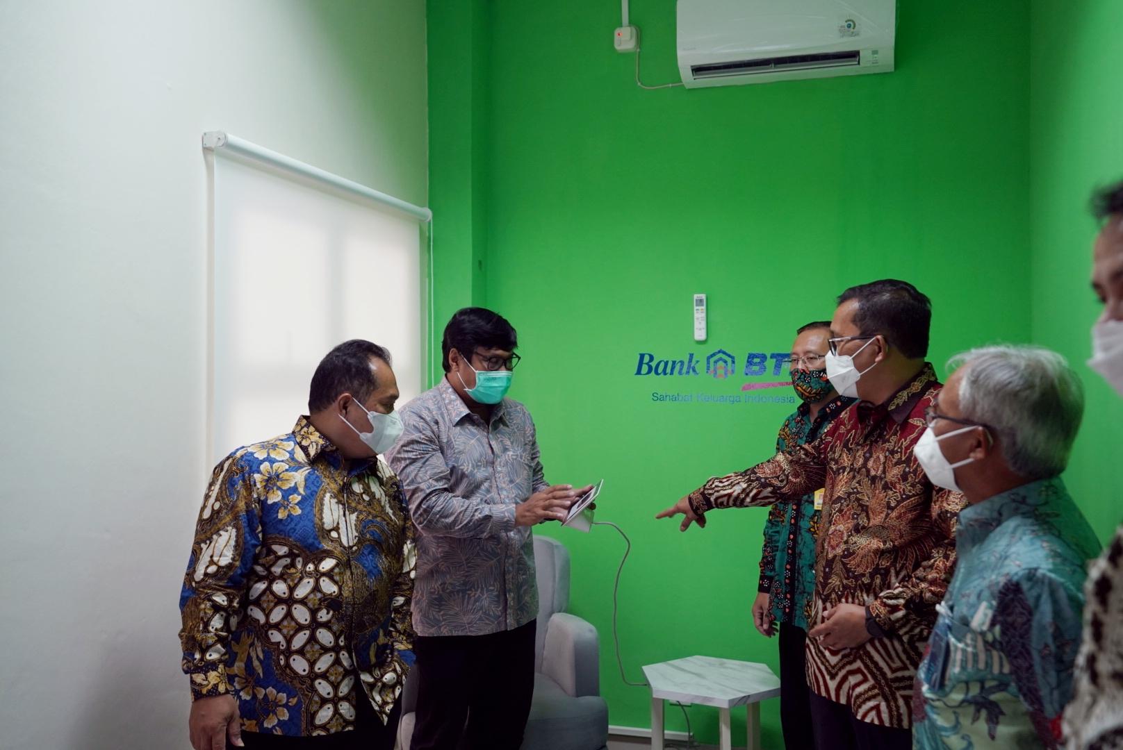 UNNES Terima Hibah Laboratorium Multimedia Bengkel Guru Dari Bank BTN