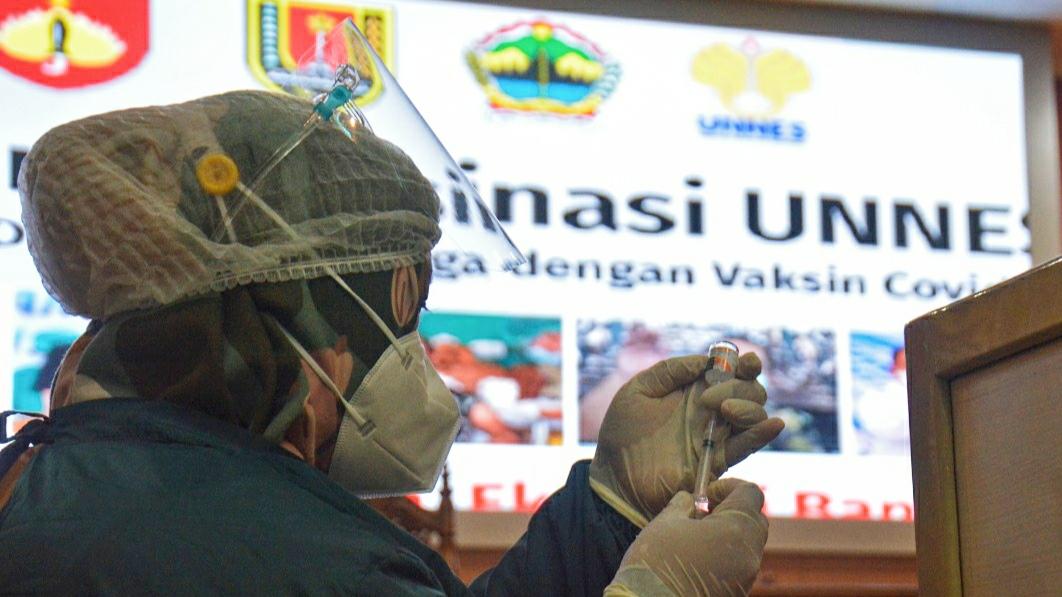 UNNES Gelar Vaksinasi Covid-19 Untuk 8000 Mahasiswa dan Masyarakat Sekitar