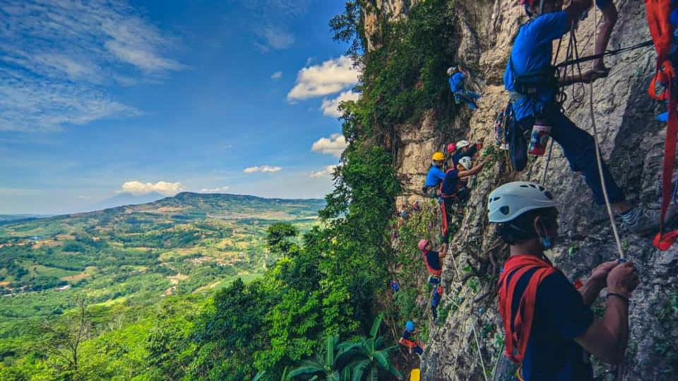 Dua Anggota MAHAPALA UNNES Ikuti School of Rock Climbing Skygers Batch XXXI