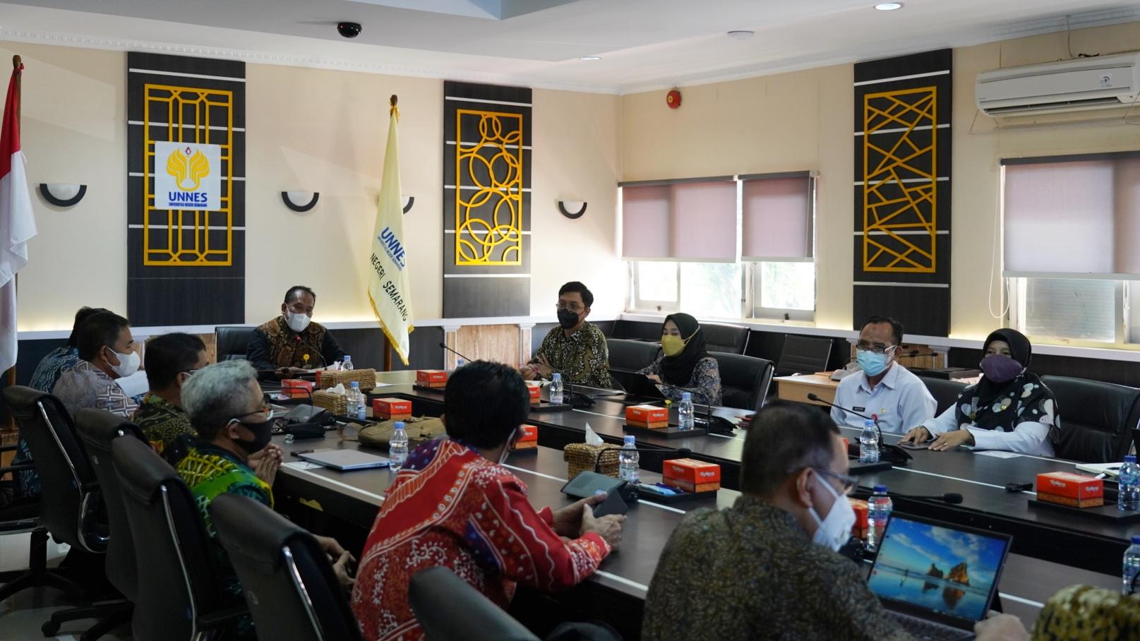 Terima Kunjungan Tim Watimpres, Rektor Sampaikan Peran UNNES dalam Tata Kelola Pengembangan Guru Indonesia