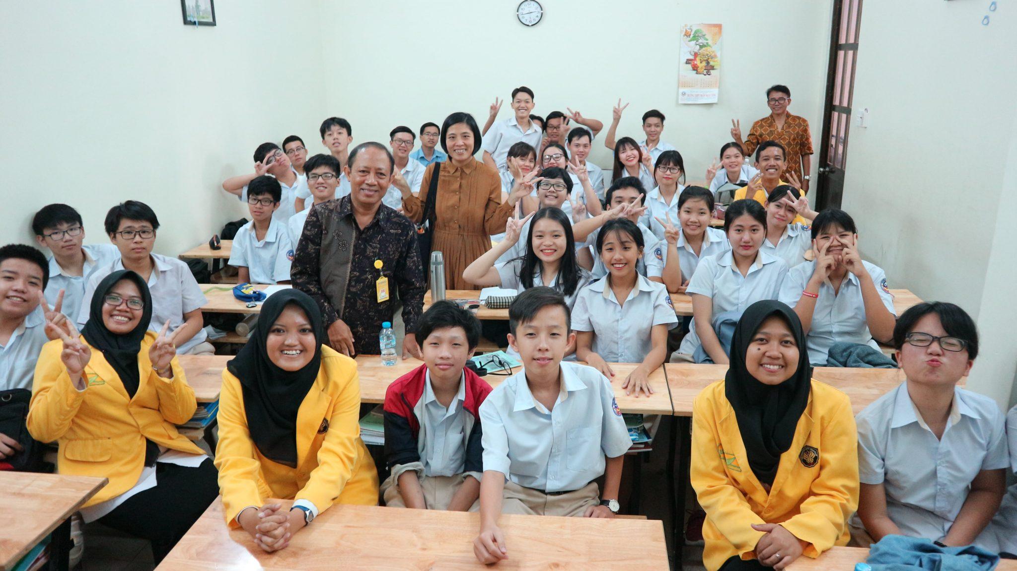 Selain Mengajar, Mahasiswa PPL di Vietnam Juga Berdayakan Masyarakat
