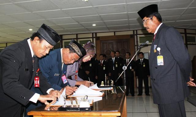 Sembilan Pejabat Unnes Duduki Posisi Baru