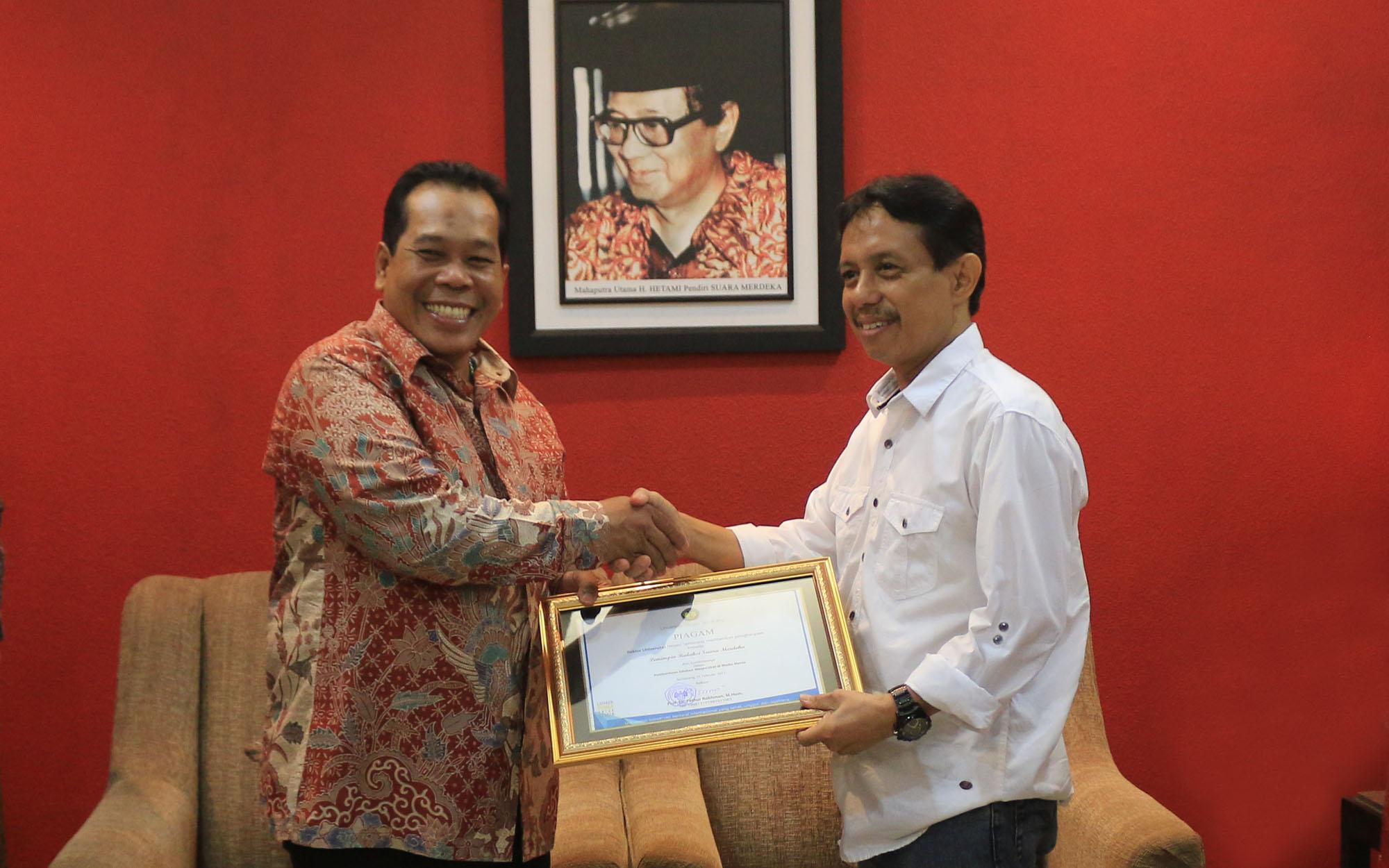 Pererat Silaturahmi, Unnes Beri Penghargaan kepada Suara Merdeka