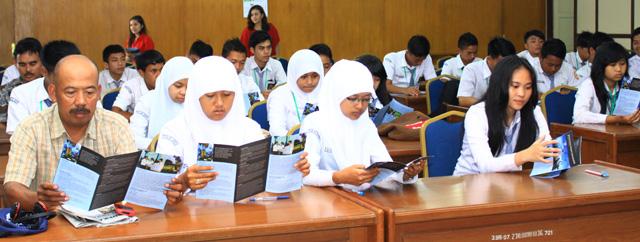SMAN 1 Waytenong Lampung Kunjungi Unnes