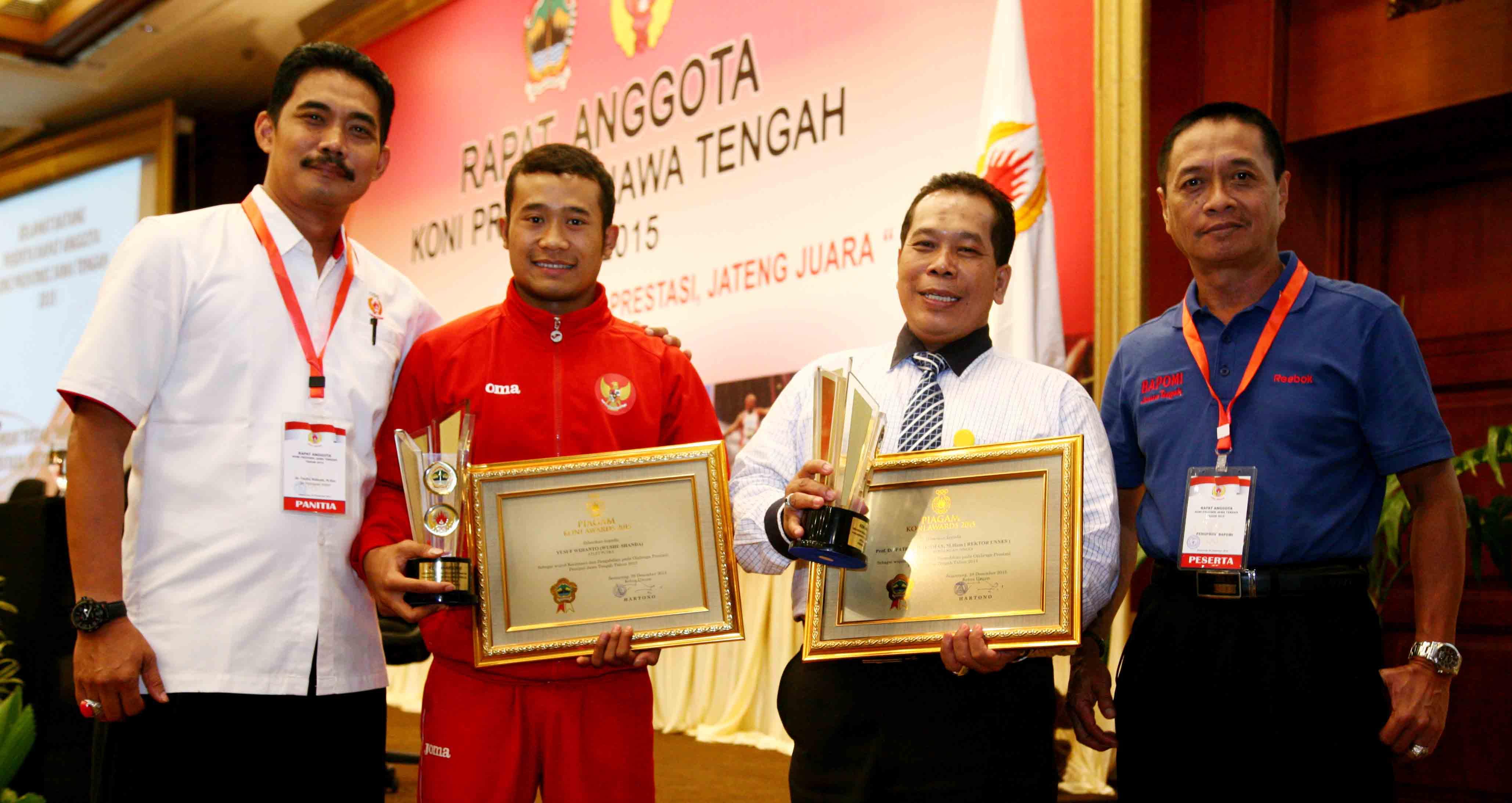 Rektor dan Mahasiswa Unnes Raih KONI Award