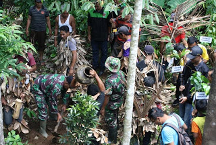Mahasiswa KKN Unnes Tanam Pohon dan Kolaborasi Teatrikal Njogo Ananing Tirto