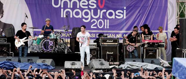 Band Ungu Meriahkan Unnes Inaugurasi