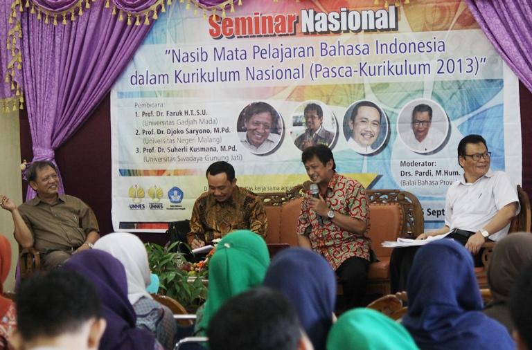 Jurusan  Bahasa dan Sastra Indonesia Awali Seminar Dengan Puisi