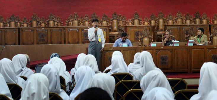 SMA Insan Rabbany Tangerang dan SMAN 2 Pemalang Kunjungi UNNES