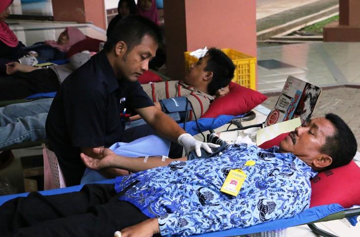 Memeriahkan HUT Korpri, Unnes Gelar Donor Darah