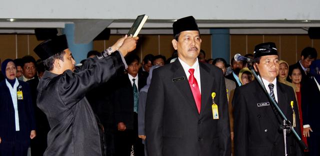 Rektor Lantik Empat Dekan