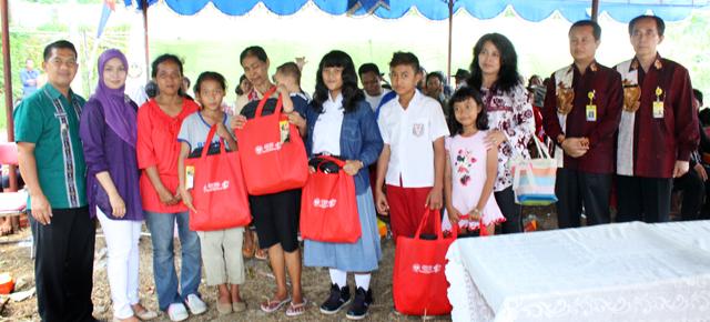 Unnes Serahkan Bantuan untuk Korban Longsor di Trangkil