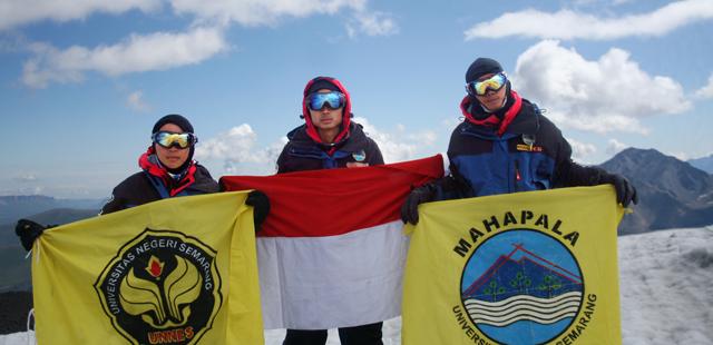Ma'rifah, Perempuan Pertama Pendaki Puncak Tertinggi Eropa