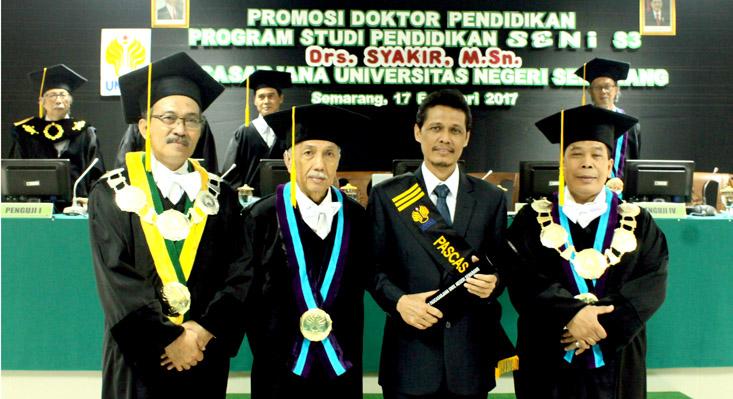 Teliti Batik Semarang, Syakir Dosen UNNES Raih Doktor